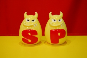 Spanky Kun Ceremic Salt & Pepper bottle set - Spanky Kun 陶瓷椒鹽罐組