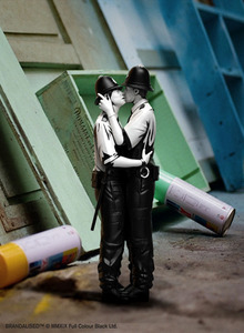 Mighty Jaxx Polystone Art Toy (Inspired by Banksy) - Kissing Coppers - 致敬Banksy 藝術陳列品 - 親吻的警察